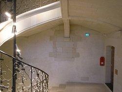 中世的雰囲気の中のモダンなホテル