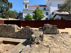 Take the guided tour down to the Núcleo Arqueológica- the guide was very knowledgeable because he studied as an art history major specializing in architectural history.