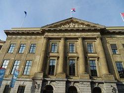Stadhuis Utrecht aan de Oude Gracht na de gevel-reiniging