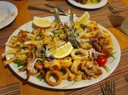 Seafood platter to share ala Bertu