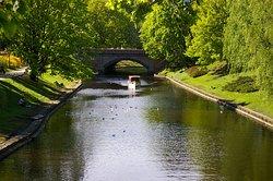 Le canal et le Bateau de croisière