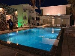 La piscine de la section Iliada, le soir