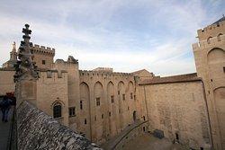 Стены  дворца изнутри