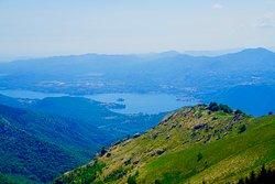 Blick vom Gipfel auf den Lago d'Orta.