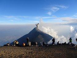 Volcán de Fuego desde la cima del Acatenango