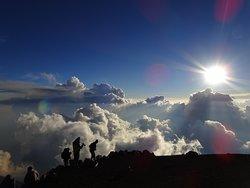 Cima del volcán Acatenango, puesta de sol