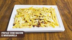 fritas com bacon e mussarela