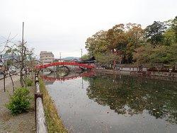 青井阿蘇神社の入口の鳥居がある禊橋。