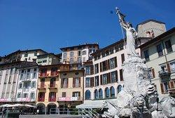 Fontana di Piazza XIII Martiri di Lovere