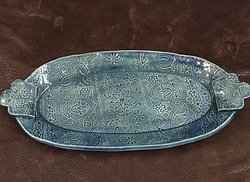 Oval tray with texture and handles.