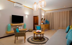 Family Suite - Desroches - TV Lounge + Extra Bed