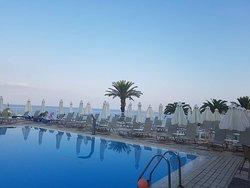 Queen bay beach hotel