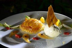 Apfeltarte mit Thaiti-Vanilleeis