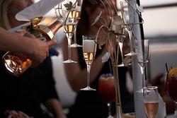 Los camarones con un poco de champagne de @perrierjouet están listos para brindarles el más sublime sábado en nuestro #Shirmp&Champagne a las 12PM🥂