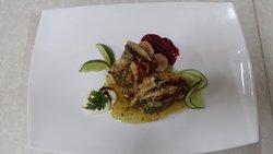 filete de pescado , grillado y perfumado con vino