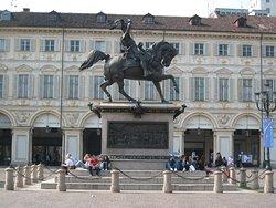 Particolare di Piazza San Carlo. La statua equestre di Emanuele Filiberto di Savoia.