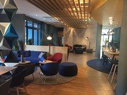 Empfangsbereich mit Lounge.