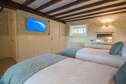The Grange - Bedroom 1 (Flexi bed - Twin Layout)