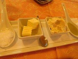 Lekkere boter, olijfolie, grof zout van La Palma en een mousse van krab.