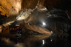 boat ride inside cave