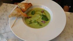 Green pea cold velouté with warm chciken/citrus fruit samosas