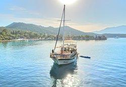 dennis boat  kaş günlük veya özel  tur teknesi
