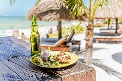 Restaurante bar Zomay cuida hasta el mas mínimo detalle en sus platillos, utilizando ingredientes frescos y de primera calidad