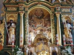 """obraz w ołtarzu głównym (""""Adoracja Trójcy Świętej przez Wszystkich Świętych"""")"""