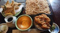 ごぼう天蕎麦大盛り。小かき揚げ丼セット