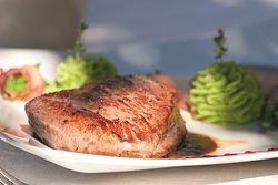 Genießen Sie Spezialitäten unserer regionalen Speisekarte.
