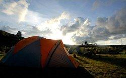 Campamento a orillas del Lago Titicaca