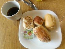 sarapan roti dan kopi