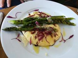 asparagus on potato mash