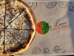 Πίτσα με πραλίνα σοκολάτας και μπισκοτο
