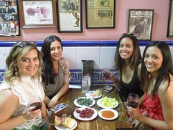 Bravas, Padrón peppers and chorizo - Tapas and history tour through old Madrid