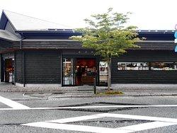 日乃新の全景(JR駅は写真左手)