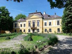 De La Motte Castle