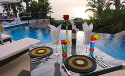 Dine by the pool and take a dip with a relaxing jacuzzi !