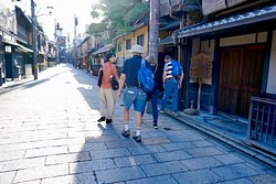 Walking in Gion led by Hiromi Kamii