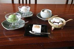 SWEETS 甘味  自家製抹茶アイスクリーム、豆乳アイスクリーム、嶺岡ぜんざい、豆乳チーズケーキ、白玉ぜんざい  Japanese restaurant suikin 水琴  クラウンプラザホテルバンコク ルンピニパーク22階  http://tofu-suikin.com