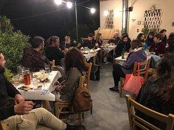 Ζωντανή βραδιά στην ταράτσα του Ταμπουρά