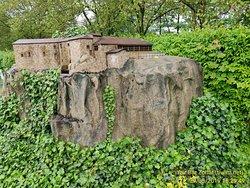 פארק מיניאטורות המציג בתוכו כ-150 מודלים של מבנים מרחבי העולם, שנבנו בקנה מידה של 1:25.