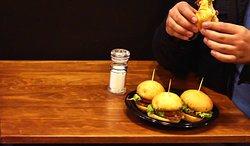 Bign't chungus. 4 mini-hamburgers with 50gr of meat each of them.