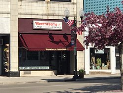 Beerntsen's Confectionary on 8th Street (3 blocks from hotel) serves Homemade Candies and Ice cream sundaes and sandwiches.  They have antique wood booths to eat at.