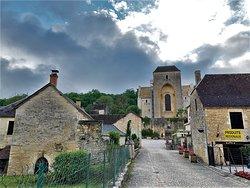 Un beau village, une Abbatiale impressionnante et des habitants accueillants