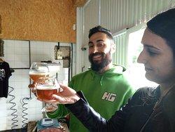 Visita a una cervecería artesana, degustación incluida.