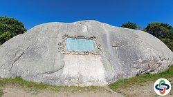 Исторический камень напоминает о событиях той эпохи
