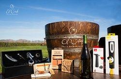El Cielo Valle de Guadalupe cuenta con una exclusiva Boutique y Logo Shop en donde se pueden adquirir la variedad de los vinos de la Casa, accesorios para transportar y servir el vino, artesanías de la región, cosméticos elaborados con plantas de la región y prendas de reconocidos diseñadores mexicanos.