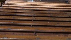 Les bancs de la nef, présentent des petits encadrés. Le prix de cette location fournissait le principal revenu au conseil de fabrique chargé de l'entretien de l'édifice