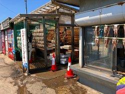 秋田犬のわさおが居るお店、焼きたてのイカは普通に美味しかったです♪